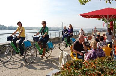 Ansicht der Rheinpromenade in Emmerich auf der Oranier-Fahrradroute von Lingen über Apeldoorn nach Moers
